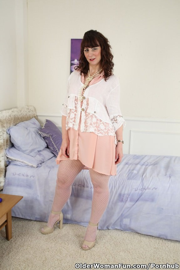 image Scottish milf toni lace will get you going with dirty talk