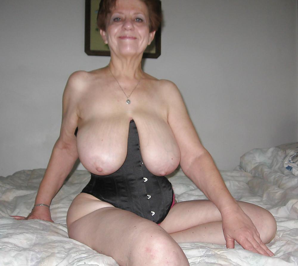 Сисями отвисшими старушки порно с