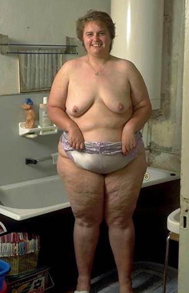 Naked women bubble bath